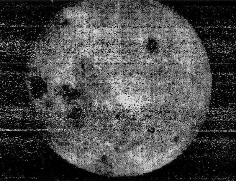 Mēness tumšās puses uzņēmums.