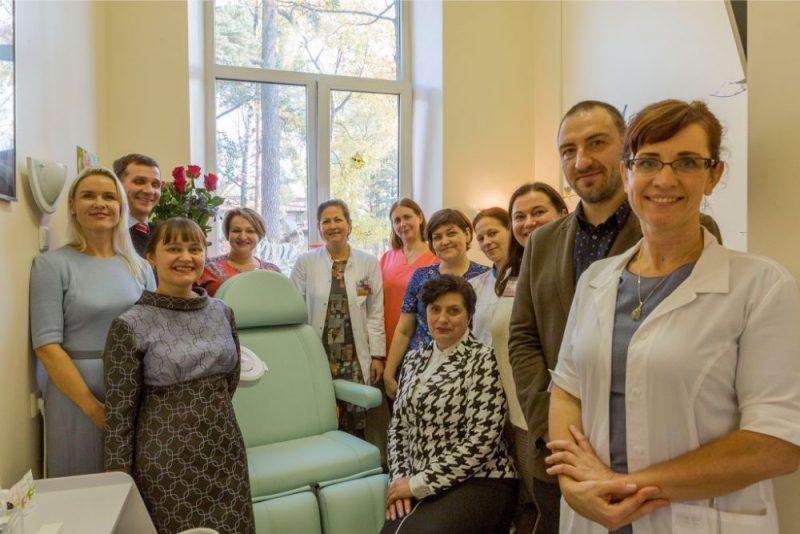 Bērnu slimnīcā atklāj Baltijā pirmo Pēdu aprūpes kabinetu