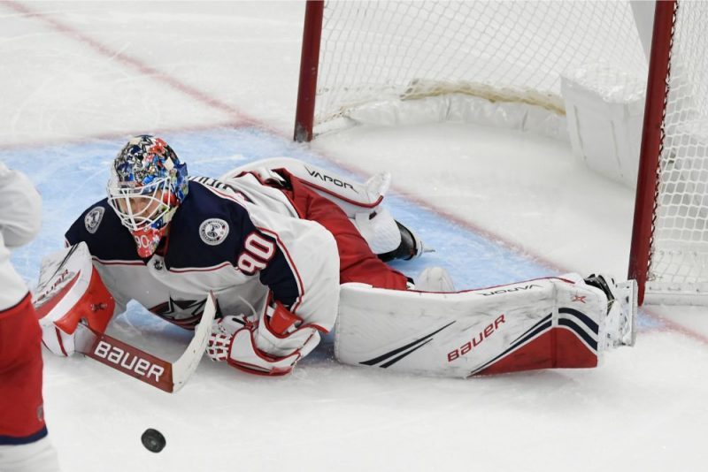 Elvis Merzļikins savā otrajā NHL spēlē parādīja jau krietni labāku sniegumu.