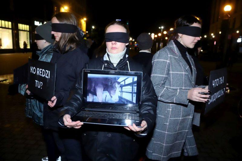 Dzīvnieku aizstāvji iziet ielās Rīgā un protestē pret mājlopu kaušanu