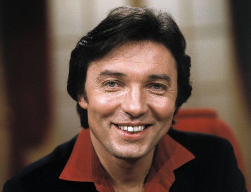Ar samtainu balsi un daiļu ārieni apveltītais čehu dziedātājs Karels Gots savas gadu desmitiem ilgās karjeras laikā pārdevis vairāk nekā 50 miljonus albumu. 1.oktobrī viņš aizgāja mūžībā 80 gadu vecumā.