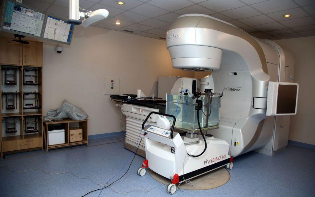 Jaunās paaudzes staru terapijas iekārta Latvijas Onkoloģijas centrā.
