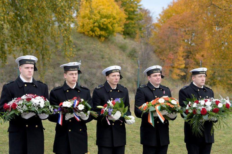 Piemin Latvijas Neatkarības karā kritušos ārvalstu jūrniekus