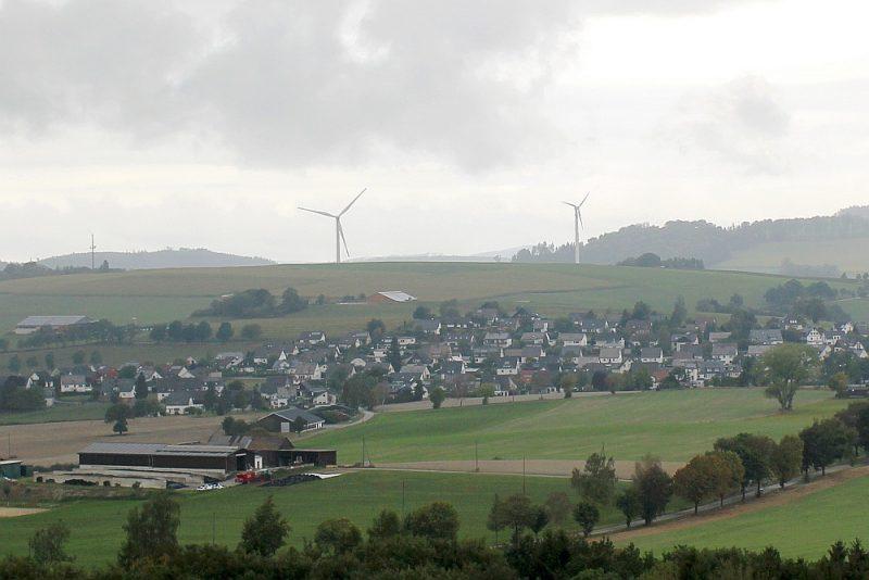 Remblinghauzenā jau 15 gadus atrodas četri zemie vēja ģeneratori, bet vēl četru jaunu – augsto – uzstādīšanai iedzīvotāji sīvi pretojas.