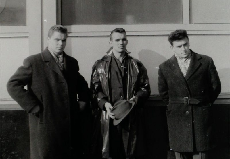 Kādreizējie hokejisti un komandas biedri Eduards Strauts (no kreisās), Gunārs Krastiņš un Andris Bušs.
