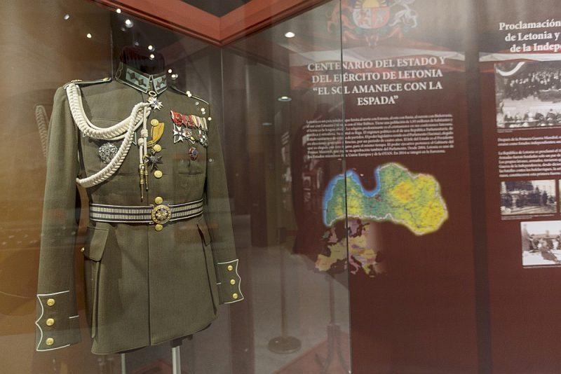 Izstādē Toledo apskatāmi vairāk nekā 270 Latvijas Kara muzeja eksponātu – militārie apbalvojumi, formas tērpi, bruņoto vienību simbolika un fotogrāfijas.