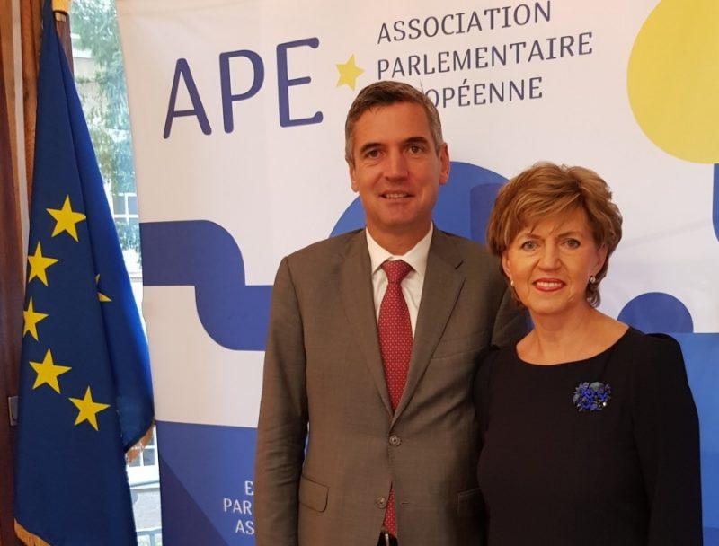 Eiropas Parlamentārās asociācijas viceprezidente Inese Vaidere kopā ar asociācijas prezidentu Herbertu Dorfmanu.