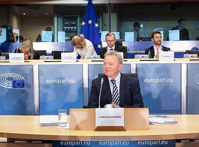 Polijas kandidātam EK lauksaimniecības komisāra amatam Janušam Vojcehovskim Eiropas Parlamenta deputāti nozīmēja otro uzklausīšanas kārtu, pēc jautājumu atbildēšanas rakstveidā.