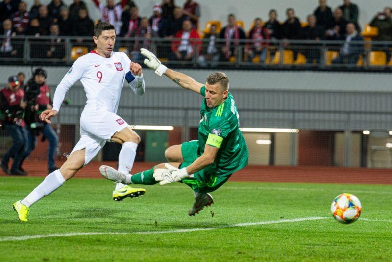 Latvijas – Polijas spēli atcerēsies abi – uzbrucējs Roberts Levandovskis Rīgā guva trīs vārtus, vārtsargam Andrim Vaņinam tā bija 100. jubilejas spēles izlasē.