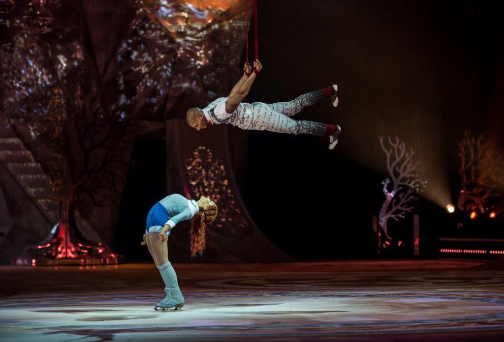 """Cirque du Soleil"" izrāde uz ledus."