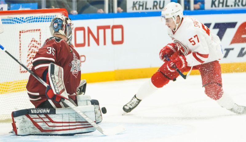 Andrejs Makarovs Rīgas vārtos atvairīja 37 no 39 metieniem.