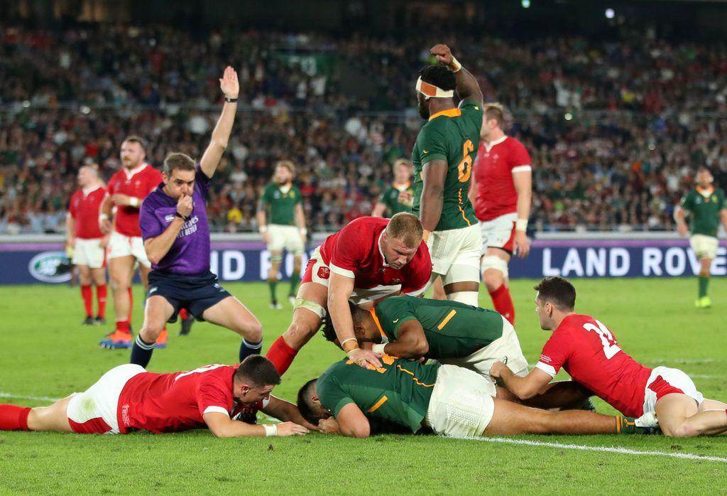 Dienvidāfrikas un Velsas regbija izlašu cīņa.