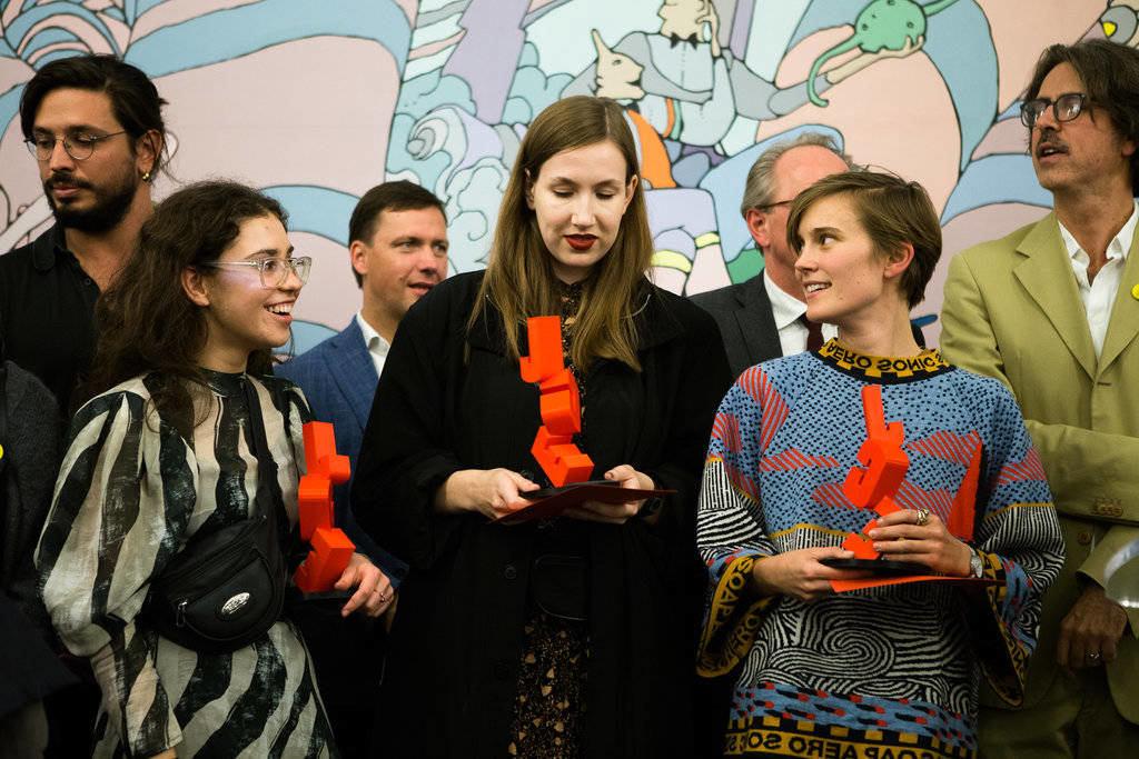 Jeune Création Européenne Grand Prix laureātes (no kreisās): Annemarija Gulbe, Santa France un Līsela Buriša.