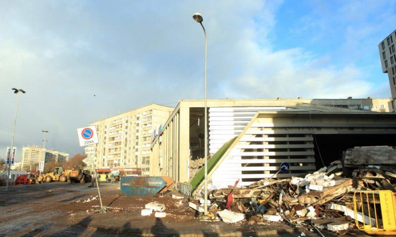 """Lielveikala """"Maxima"""" grausts, kur, iegrūstot jumtam, dzīvību zaudēja 54 cilvēki, 2013.gads."""