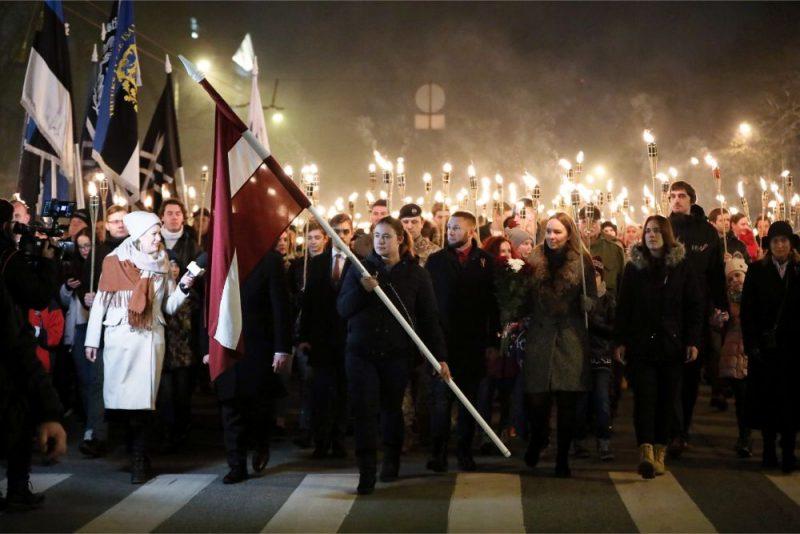 """Apvienības """"Visu Latvijai!""""-""""Tēvzemei un brīvībai""""/LNNK (VL-TB/LNNK) rīkotais Latvijas neatkarības dienas lāpu gājiens"""