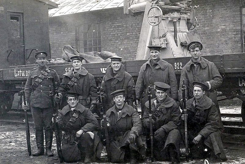 Angļu jūrnieki, kas arī piedalījās Liepājas aizstāvēšanā.