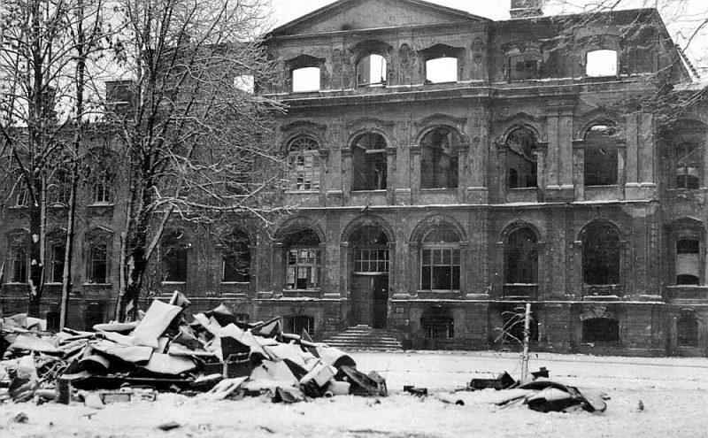 Bermontiešu nodedzinātā Jelgavas pils.