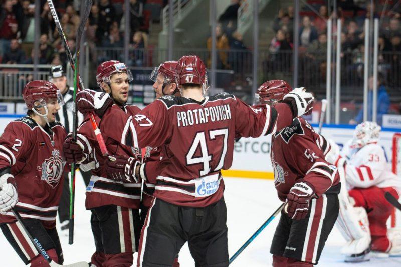 """Rīgas """"Dinamo"""" hokejisti otro dienu pēc kārtas demonstrēja labu hokeju un izcīnīja uzvaru."""