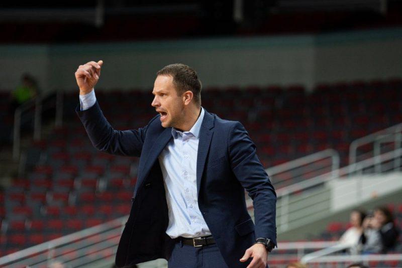 """Jāņa Gailīša (attēlā) trenētā """"VEF Rīga"""" atkal izgāza pēdējo ceturtdaļu un cieta piekto zaudējumu FIBA Čempionu līgā."""