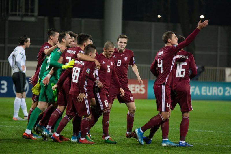 Latvijas futbola izlasei beidzot bija iemesls svinībām – pārtraukta deviņu zaudējumu sērija un uzvarēta Austrija.