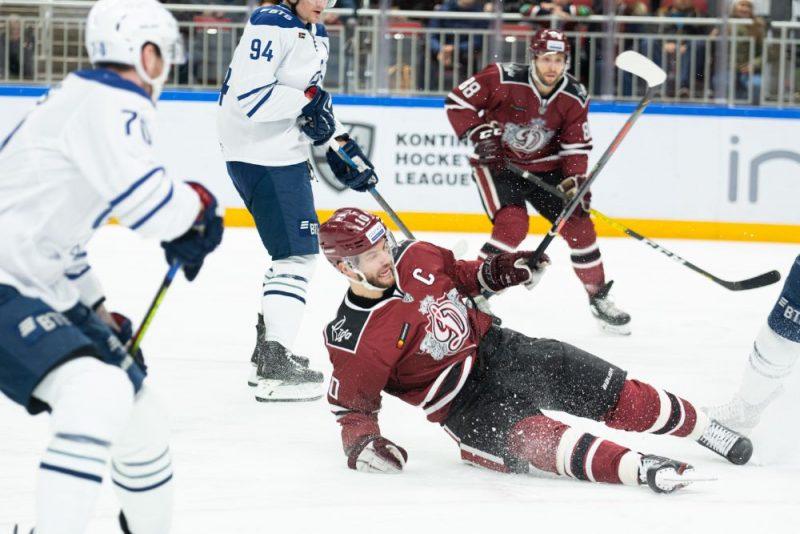 """Rīgas """"Dinamo"""" rindās trešdien atgriezās komandas kapteinis Lauris Dārziņš, taču tas neglāba komandu no zaudējuma."""