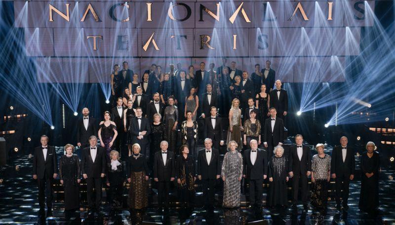 Aktieru saime Nacionālā teātra simtgades svinībās.