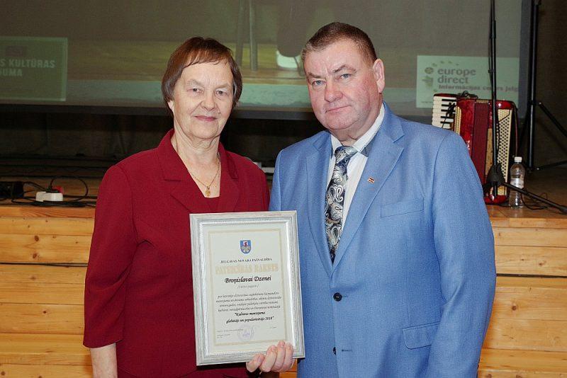 Broņislavas Dzenes dzejnieces talantu novērtējis arī novada domes priekšsēdētājs Ziedonis Caune.