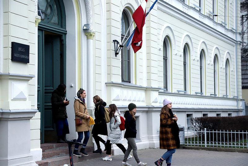 Rīgas Valsts 1. ģimnāzijas mūžīgajai valdīšanai sāk traucēt Inženierzinātņu vidusskola.