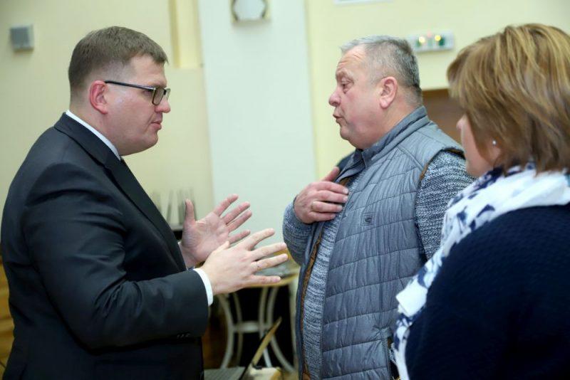 VARAM ministrs Juris Pūce tiekas ar Rojas iedzīvotājiem, lai apspriestu administratīvi teritoriālo reformu, 2019.gada 13.novembrī.