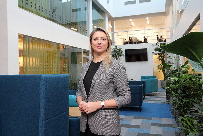 """""""Lai gan starptautisko biznesa pakalpojumu nozare Latvijā jau ir samērā attīstīta, labvēlīgos apstākļos tās apjomi vēl var dubultoties vai pat trīskāršoties,"""" saka """"SEB Global Services in Riga"""" vadītāja vietniece Aļesja Kirčenko."""