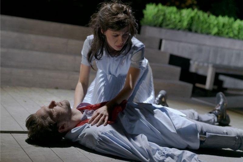 """Izrāde """"Iemīlējies Šekspīrs"""" Dailes teātrī."""