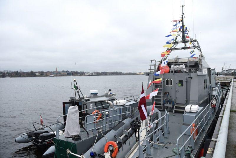 """Valsts robežsardzes patruļkuģis """"Rānda"""" Rīgas Pasažieru ostā, kur norisinās interaktīvs pasākums par godu Robežsargu dienai un Valsts robežsardzes simtgadei."""