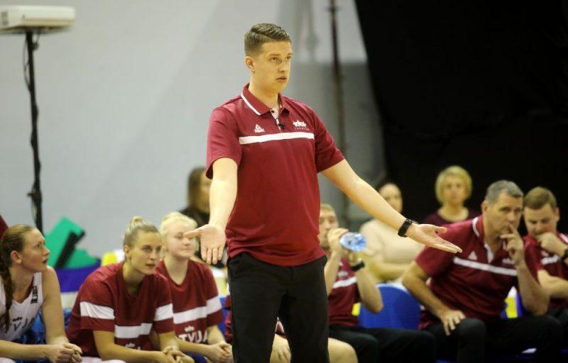 Mārtiņš Gulbis pie Latvijas dāmu basketbola izlases stūres debitējis ar pamatīgu zaudējumu.