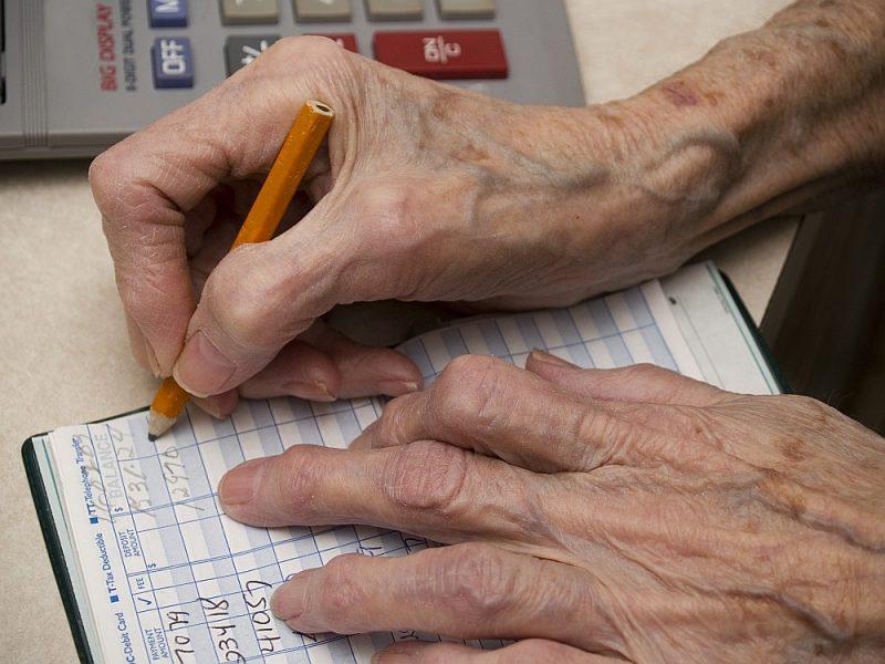 Vecuma pensionāru darba algai neapliekamo minimumu nepiemēro.