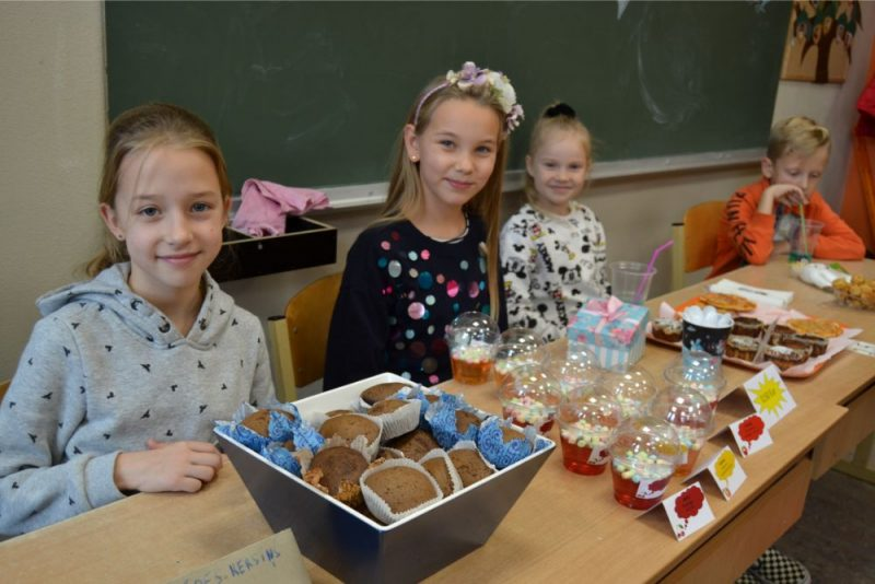 Zentas Mauriņas Grobiņas novada vidusskolā Grobiņā  notika tradicionālais Mārtiņdienas tirgus, kurā skolēni ar lielu aizrautību tirgojās ar rudens ražas veltēm un pašgatavotiem gardumiem.