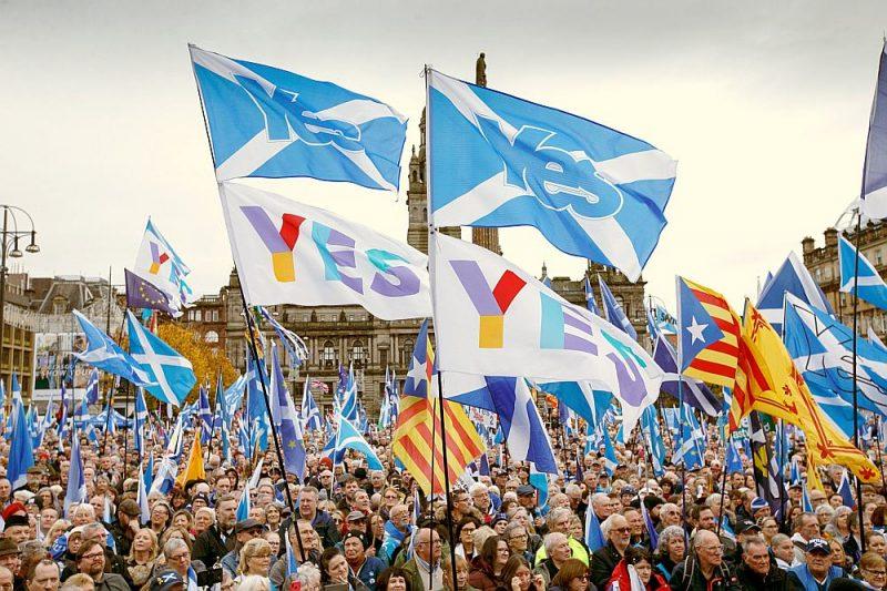 Mītiņā Džordža laukumā Glāzgovā 2. novembrī galvenā prasība bija otrs referendums par Skotijas neatkarību.
