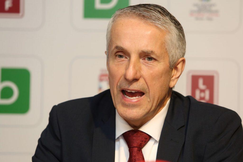 Latvijas hokeja valstsvienības galvenais treneris Bobs Hārtlijs.