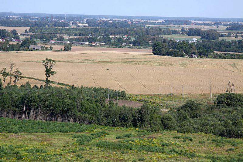 Zemes fonda portfelī ir lauksaimniecības zeme 12 700 ha platībā, no kuras gadā sakopti tiek vien 50 ha novārtā atstātas zemes.