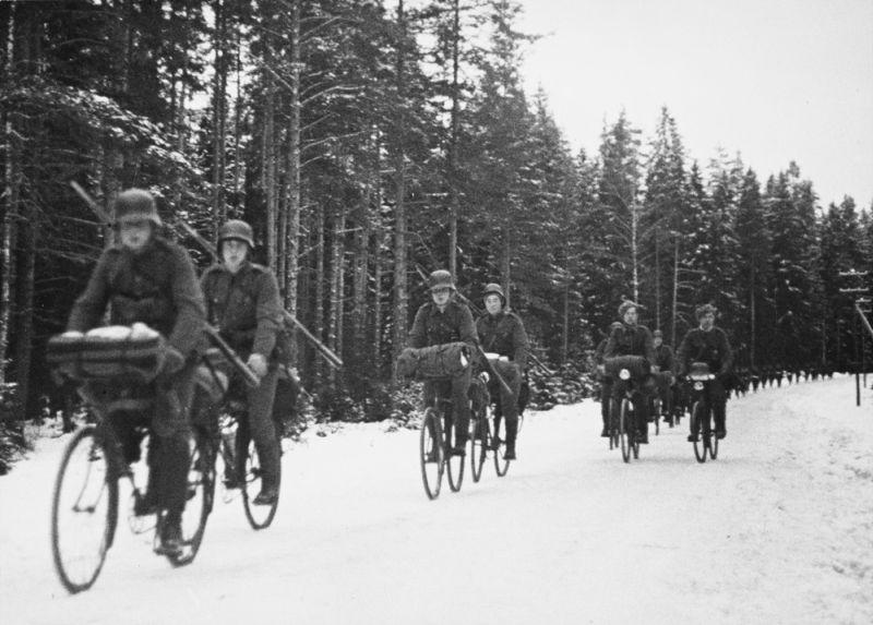 Ziemas kara laikā somu karavīri pārvietojās ne tikai ar slēpēm, bet arī velosipēdiem.