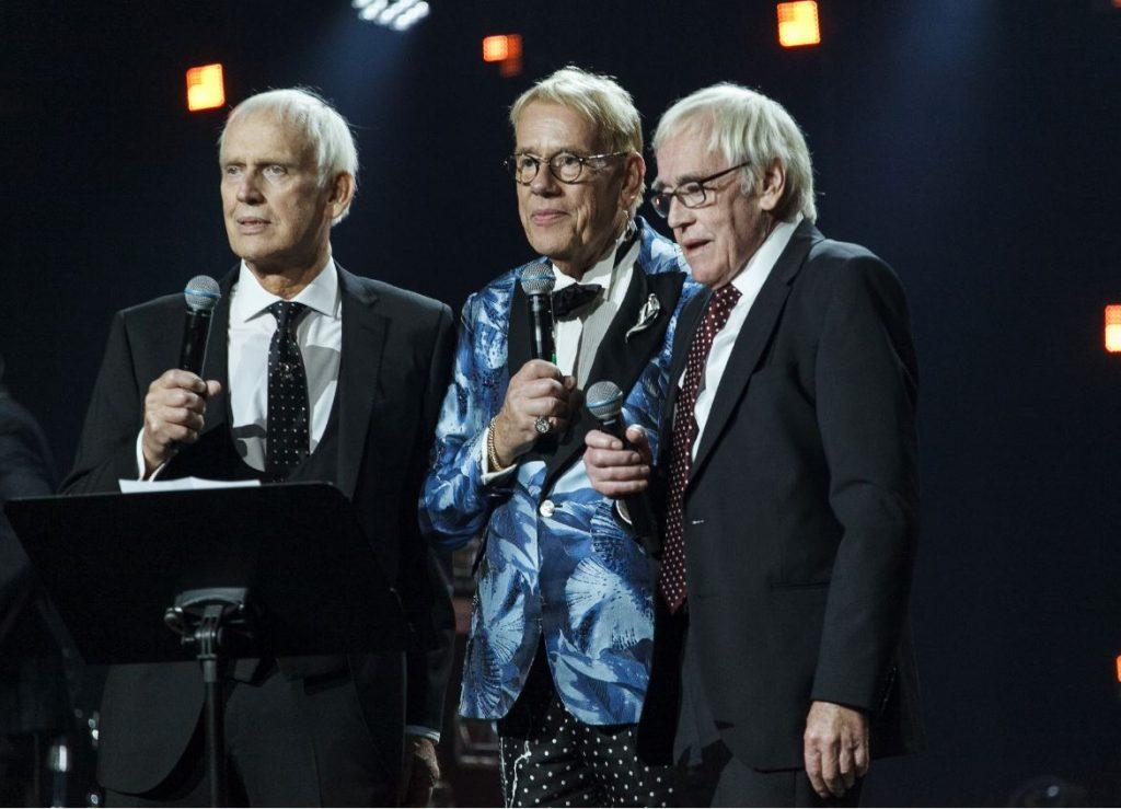 Mārtiņš Rītiņš ar brāļiem – Jāni un Andreju savās 70 gadu jubilejas svinībās.