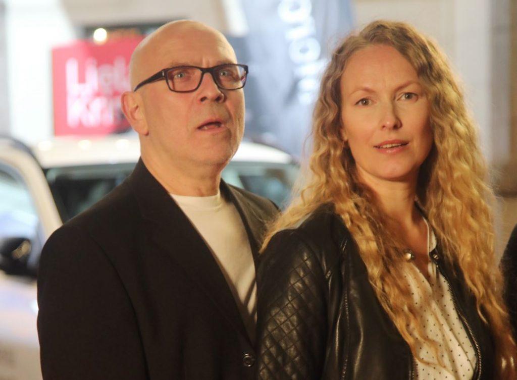 """Kristīne Nevarauska ar vīru Rolandu """"Lielā Kristapa"""" balvu pasniegšanas ceremonijā."""