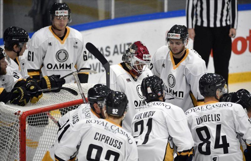 """HK """"Olimp"""" komanda sagādāja pirmo zaudējumu šo sezonu lieliski aizvadošajai HK """"Kurbads"""" komandai."""