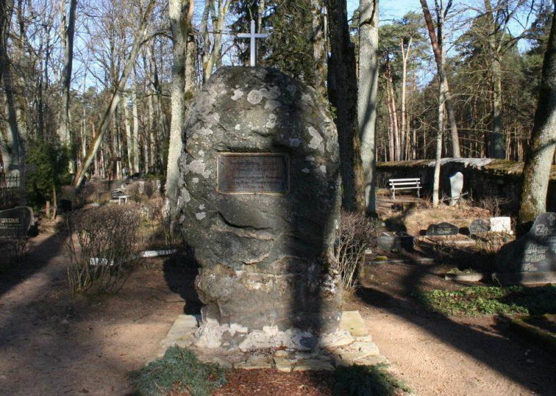 Piemiņas brīdī Merķeļa atdusas vietā – Katlakalna kapos – uzrunu teiks biedrības priekšsēdētājs Guntis Gailītis un Ķekavas novada Domes priekšsēdētāja Viktorija Baire.