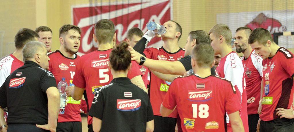 """Dobeles """"Tenax"""" handbolisti līdzvērtīgi cīnījās ar spēcīgu Rumānijas klubu."""