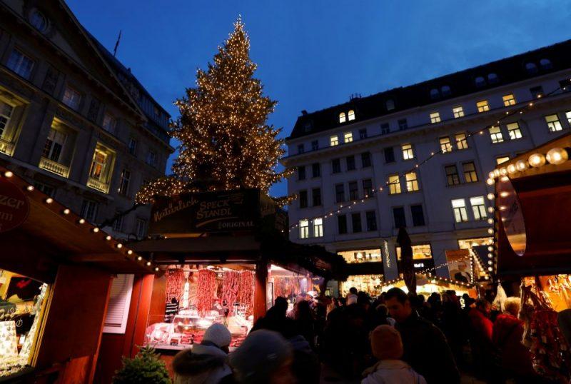 Ziemassvētku tirdziņš Vīnē, Austrijā.