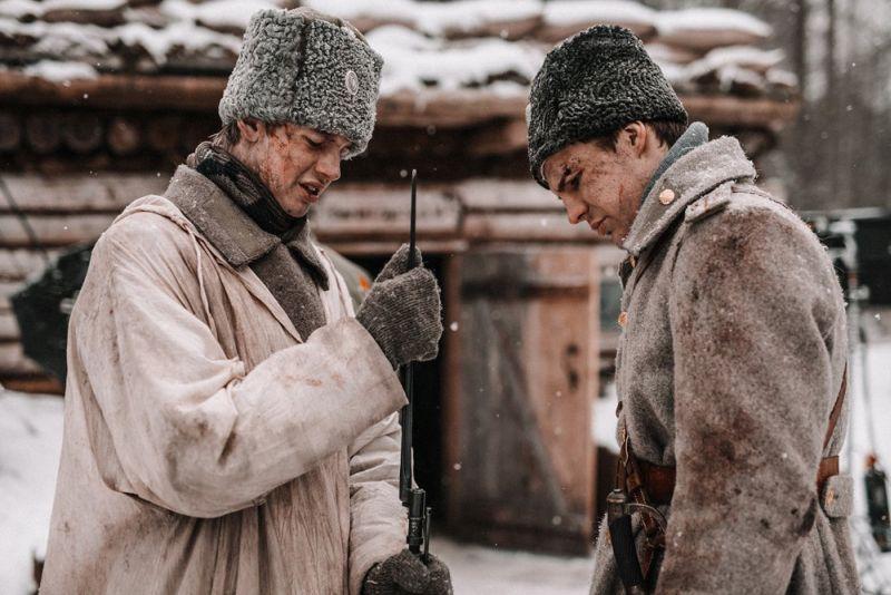 """2019.gadā svinējām 100 gadu jubileju kopš Latvijas armijas dibināšanas un mūsu karavīru uzvaras Neatkarības karā pret Bermonta karaspēku. Par labāko pieminekli latviešu karavīru varonībai kļuva kinofilma """"Dvēseļu putenis"""", kas veidota pēc Aleksandra Grīna izcilā romāna motīviem. """"Dvēseļu puteni"""" atzinīgi vērtē gan kino kritiķi, gan skatītāji, kas filmai palīdzējuši uzstādīt pašmāju kino kases ieņēmumu rekordus. Filmas iespaidā pat no jauna izdots Grīna romāns, ko daudzi tagad pārlasa ar svaigu skatu."""