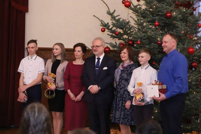 Ziemassvētku egles iedegšanas pasākums Rīgas pilī kopā ar Valsts prezidentu Egilu Levitu un kundzi.
