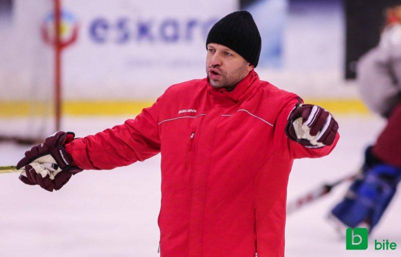 Kārlis Zirnis trešo sezonu ir Latvijas U-20 hokeja izlases galvenais treneris.