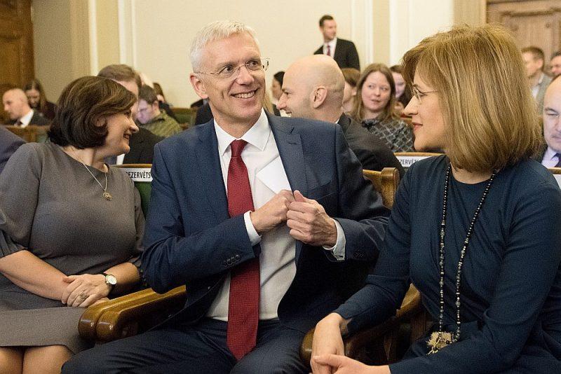 """""""Es gribētu, lai Saeima būtu mazāk saskaldīta un lai tā būtu vairāk konsolidēta. Taču Saeima ir mūsu sabiedrības atspulgs,"""" secina premjers Krišjānis Kariņš."""