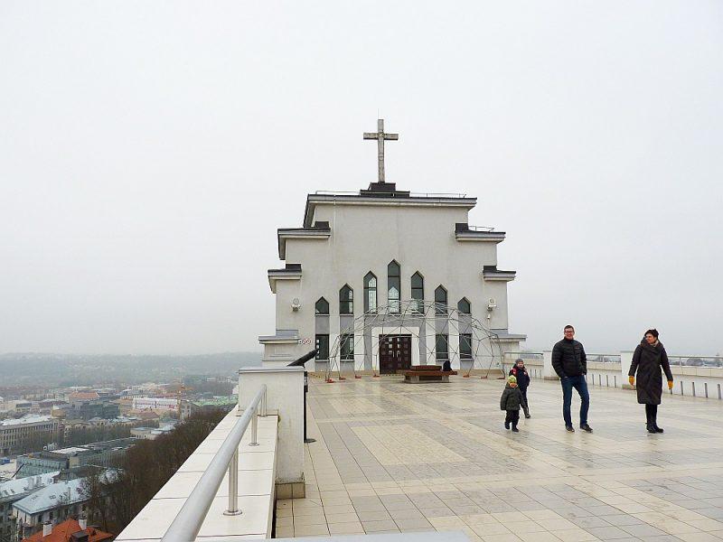 No Kristus Augšāmcelšanās bazilikas jumta paveras varens skats uz pilsētu.
